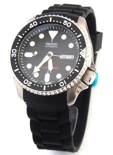 High grade silicon 'soft touch' rubber oyster pattern with curved lugs Fits Seiko Divers Watch